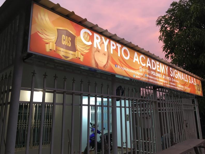 Letrero Luminoso Lona Impresa – Cryto Academy Signals
